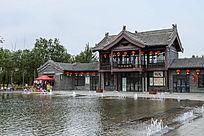庄园小楼及水池