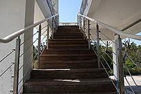 户外阁楼楼梯
