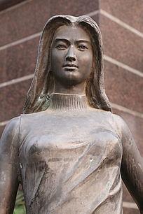 铜雕长发美少女