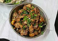 板栗炒鸡肉