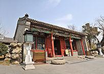 仰拍北京北海公园静心斋