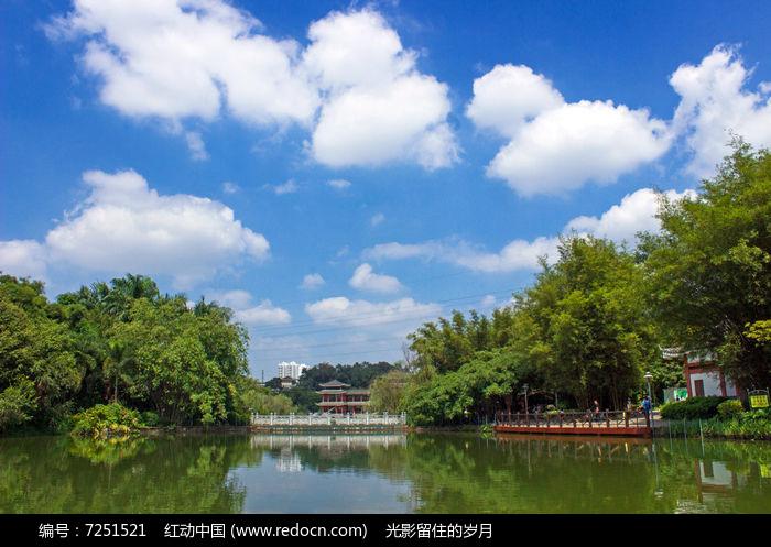公园人工湖景观
