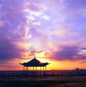 内蒙古达里湖的日出