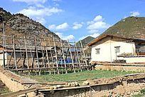 乡村里的土房子
