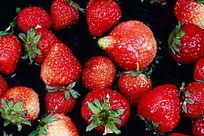 红红的草莓果图