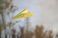 黄色纸飞机小清新图片