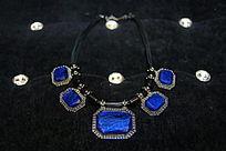 蓝色宝石项链