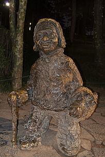 老妇人雕塑