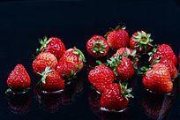 散乱的草莓图