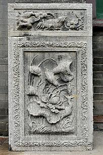 水鸟戏荷石雕