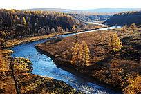 多彩草原弯弯的河