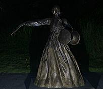 韩国打鼓美女铜像