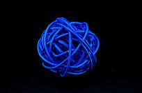 蓝色编织球