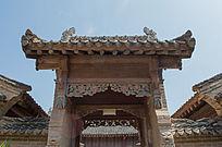 木结构大门