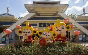 卡通猴子拜年雕像
