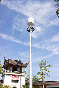 蓝天下的信号塔