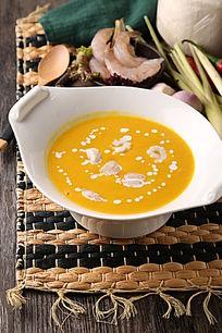 椰汁南瓜海鲜汤