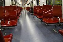 红色地铁车厢