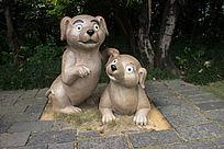 两只狗雕像