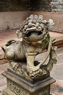 生动的石狮子雕塑