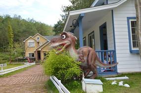 爱丽丝庄园洋房前恐龙