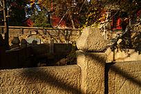 庙宇内的石栏杆