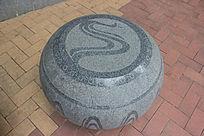 民族图案石头