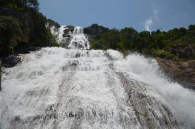 壮观的白水寨瀑布风光图片