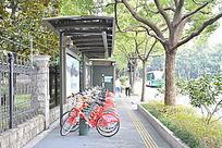 公交车站牌自行车租借素材
