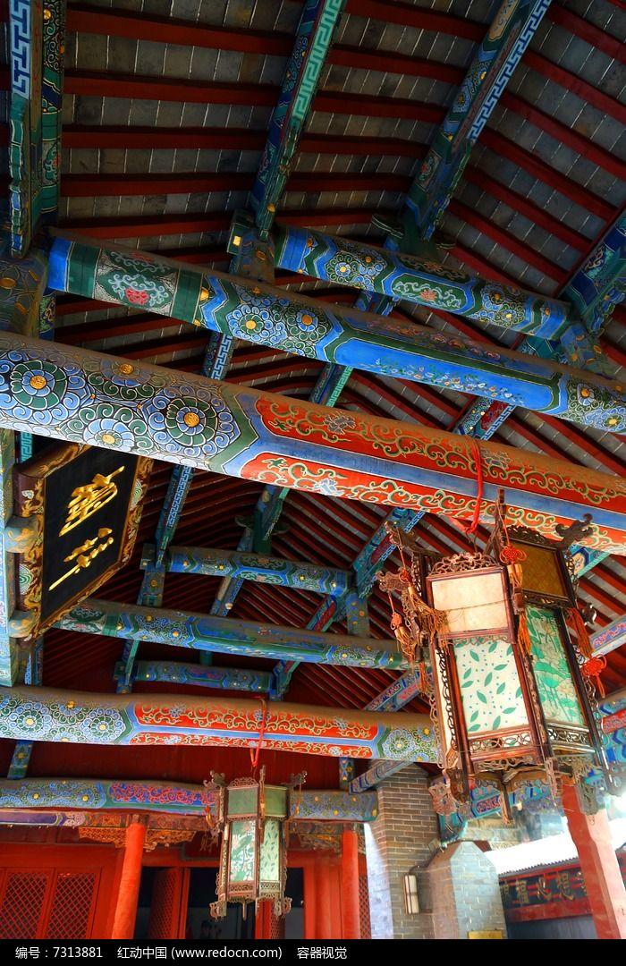 古建筑房顶内部彩绘结构