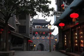 乾州古城街道挂起红灯楼