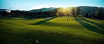 夕阳下的高尔夫球场