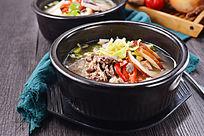 美味海鲜豆芽汤