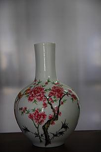桃花图案陶瓷瓶