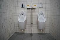 医院男厕小便池
