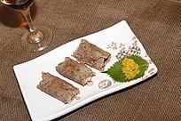 紫苏鱼籽牛肉卷
