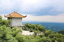 山顶上的小房子