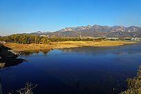 湖光山色的大河湿地公园风光