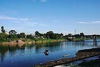 乡村河岸风景