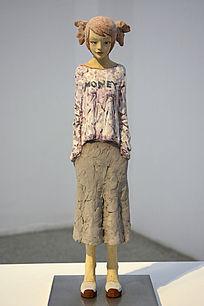 裙子少女塑像