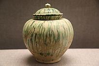 唐代三彩绿条纹带盖罐