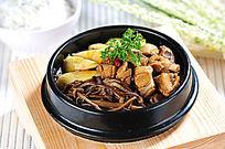 茶树菇土鸡砂锅饭