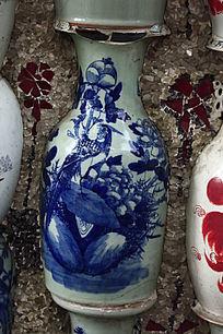 嵌在墙上的青花瓶