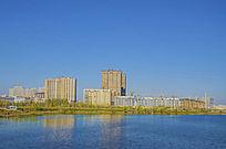 鞍山万水河岸边建筑与蓝天