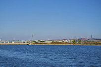 鞍山高新区河湾与建筑山峰蓝天