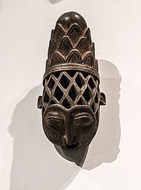 木雕几何形高顶盔式面具