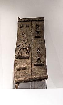 木雕骑马人浮雕门板