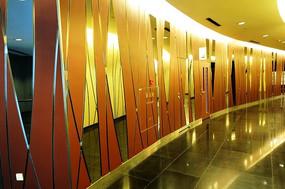 商场镜面走廊