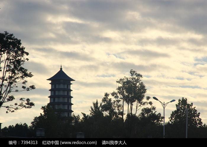 乌云下的古塔图片,高清大图_园林景观素材