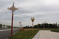 中国结与蝴蝶形状的路灯
